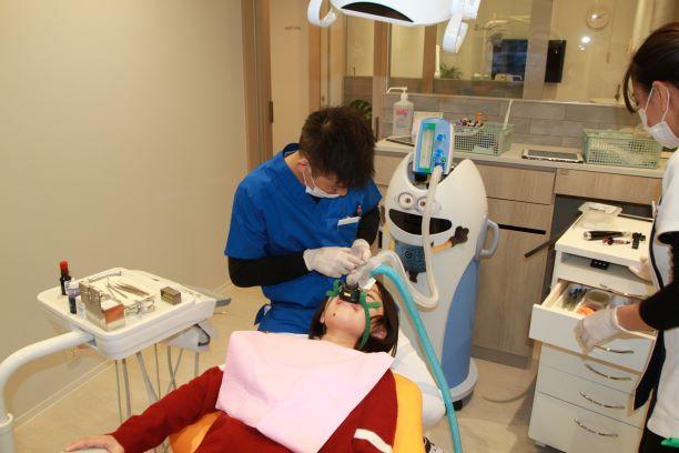 ユニークな笑気麻酔の装置